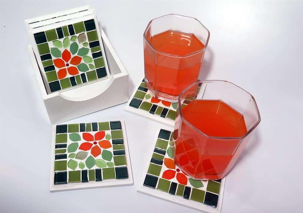 Porta copos em mosaico floral