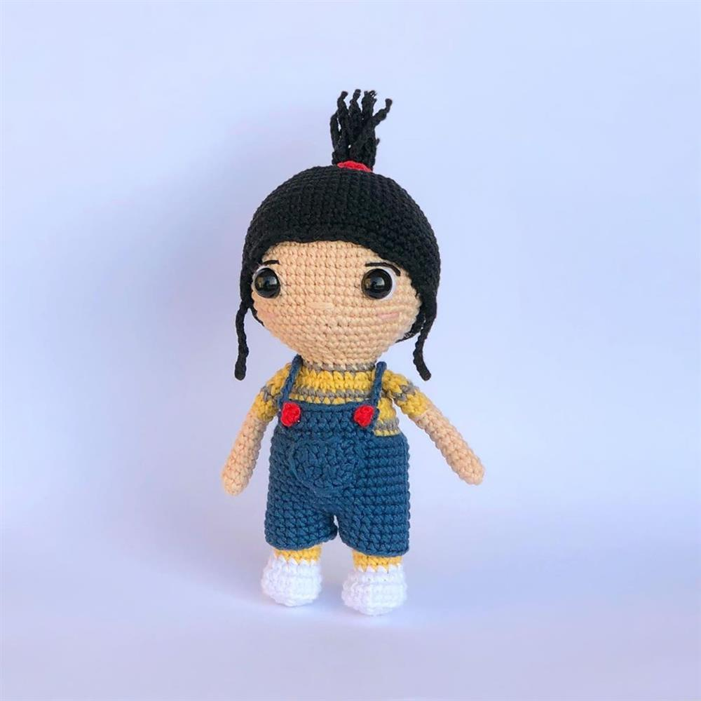 chaveiro de bonequinha amigurumi