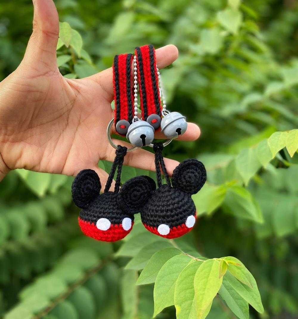chaveiro mickey preto e vermelho