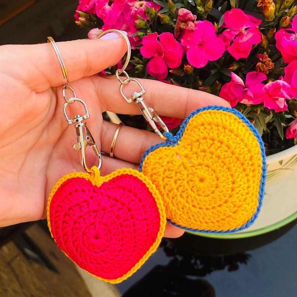 coração amigurumi de duas cores