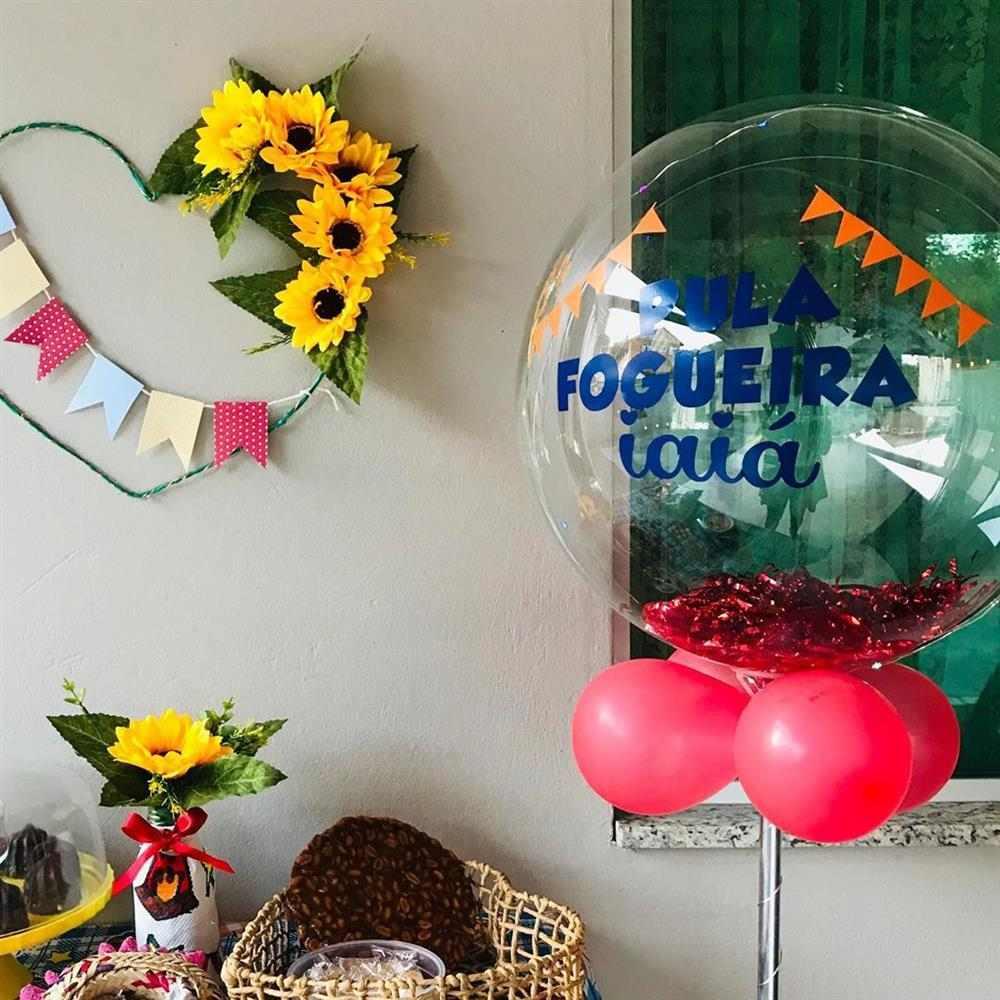 decoração com baloes para o arraia