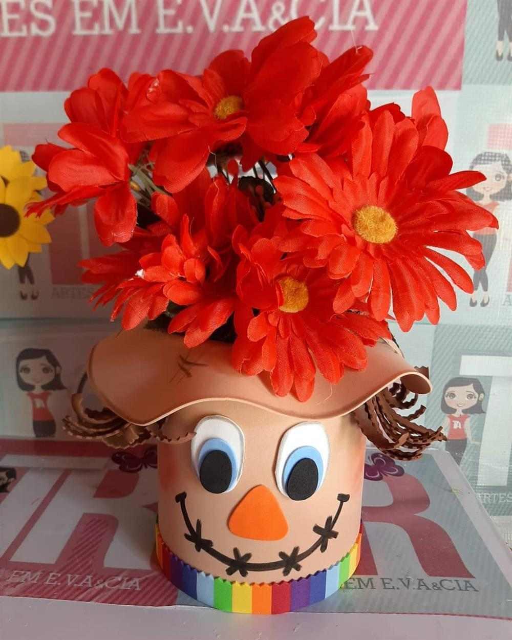 espantalho de eva com flores