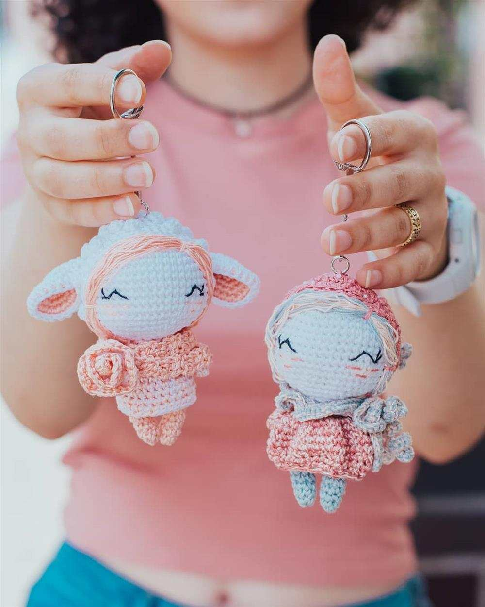bichinhos de croche branco e rosa