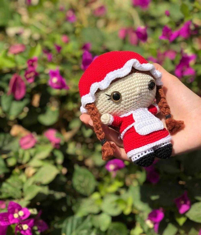 boneca amigurumi com chapeu