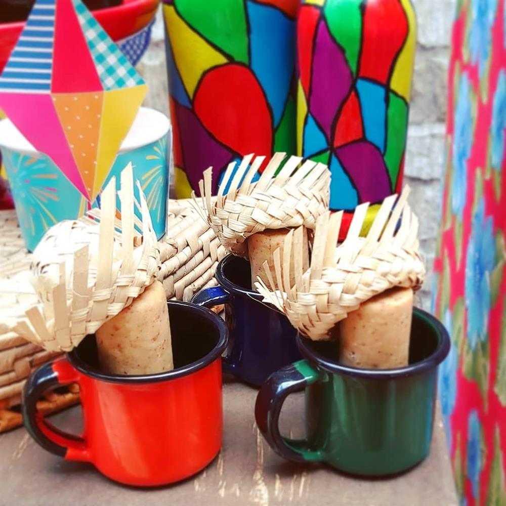 decoração com xicaras e paçoca