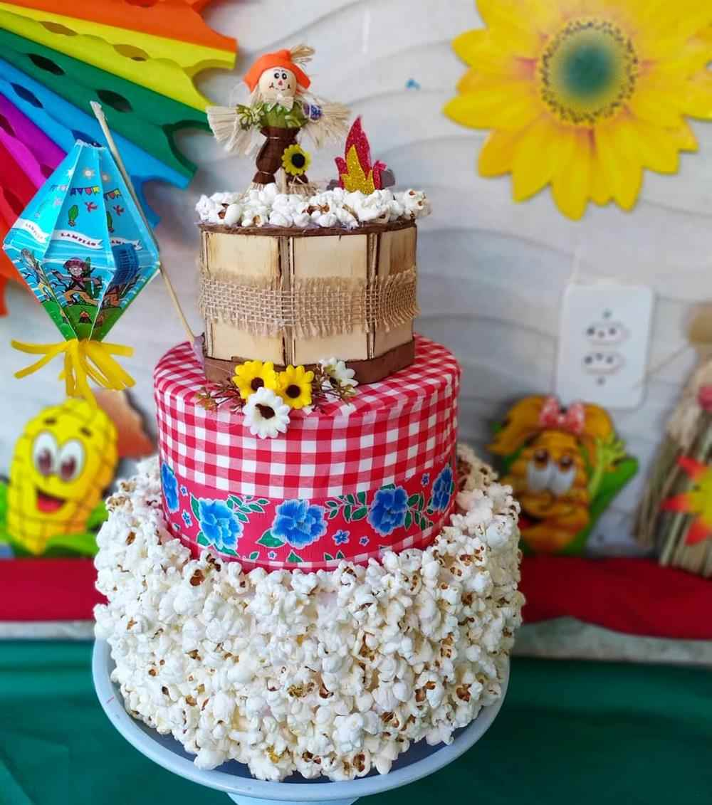 bolo de festa junina com pipoca
