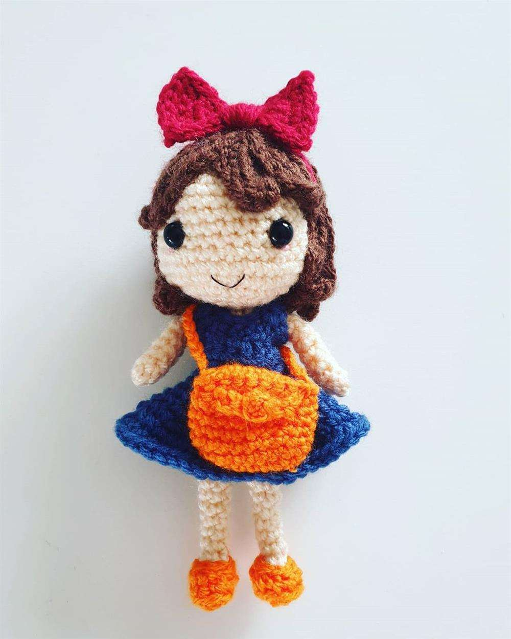 boneca amigurumi pequena