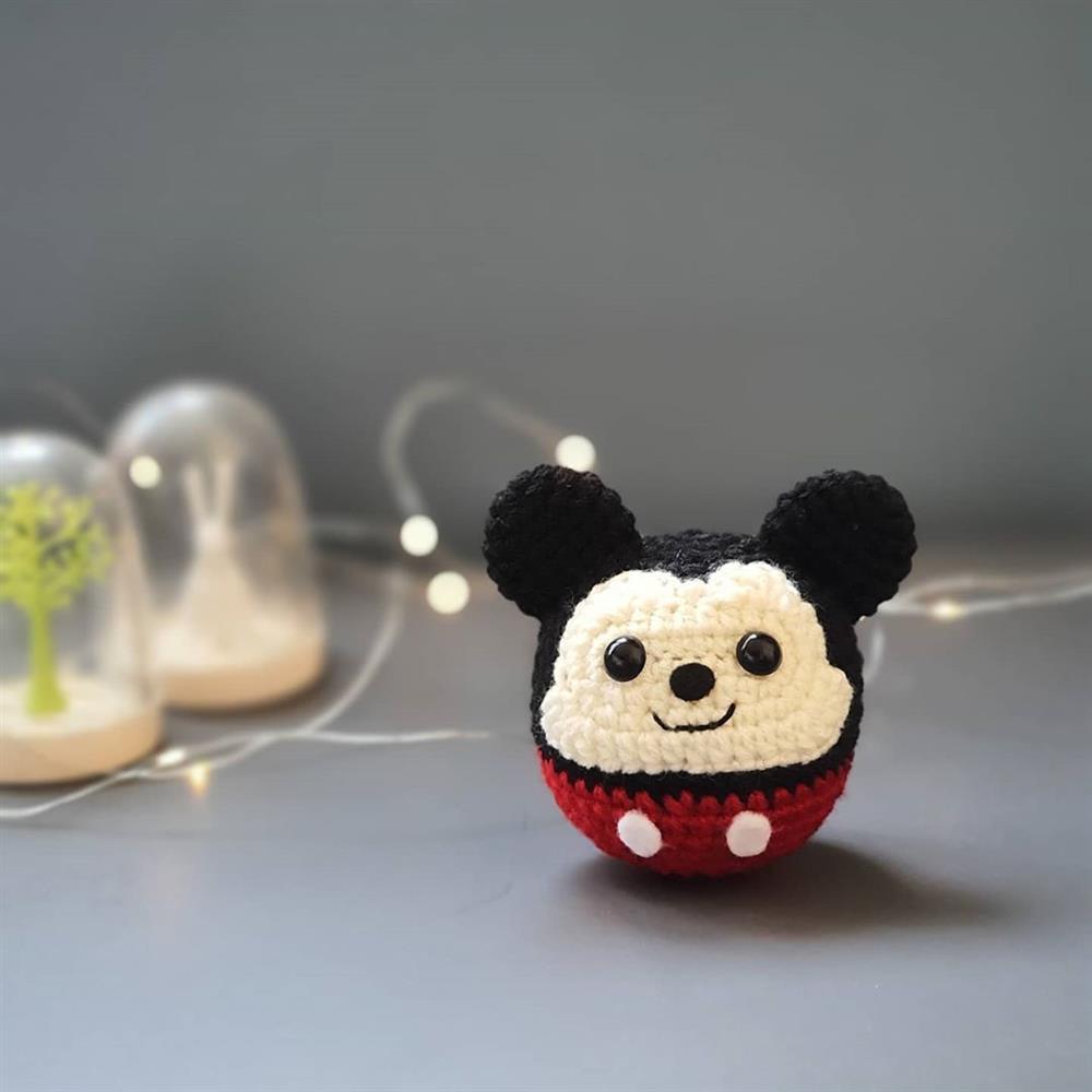 mickey mouse em formato de bola