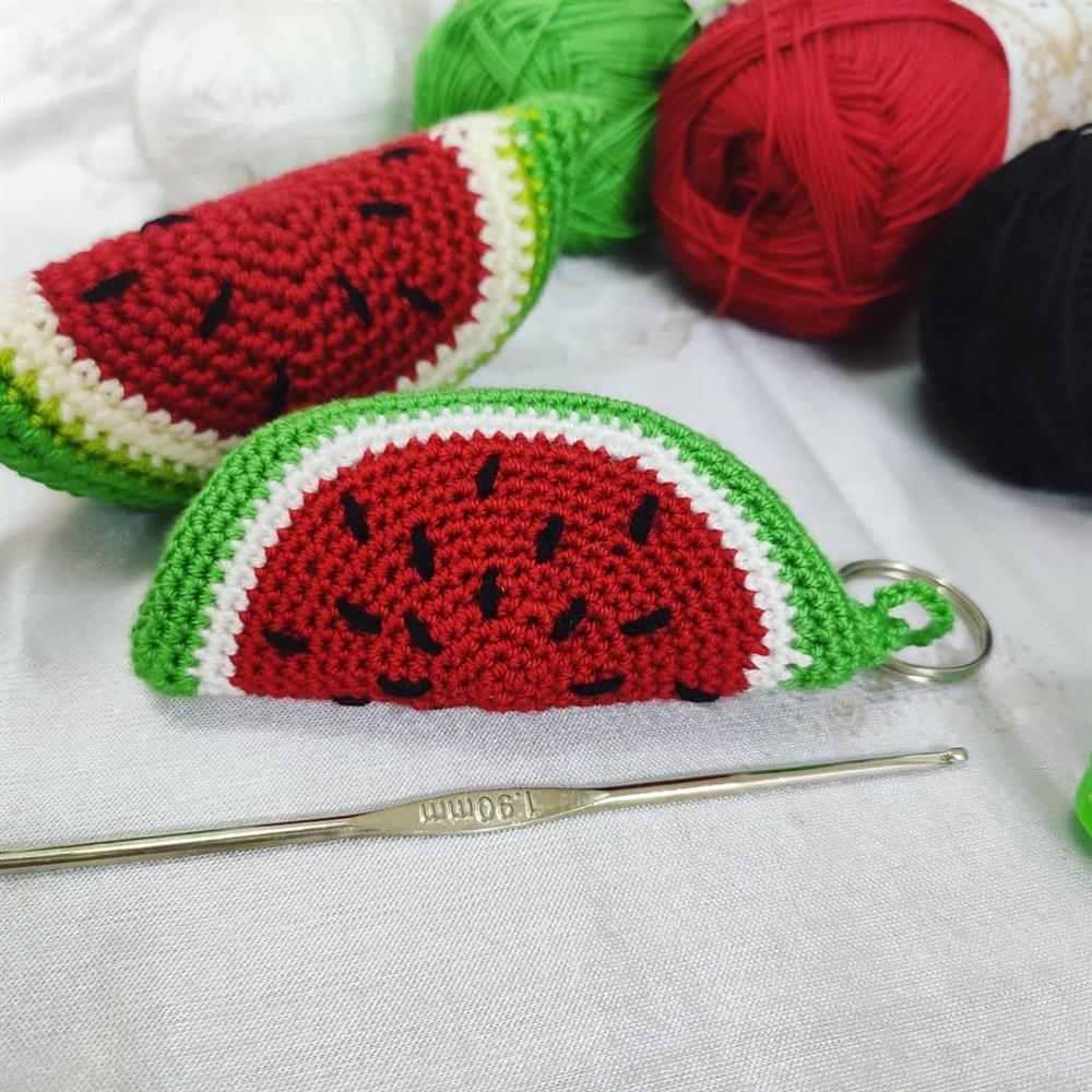 chaveiro melancia de croche