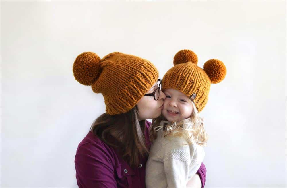 modelo mãe e filha com pompom