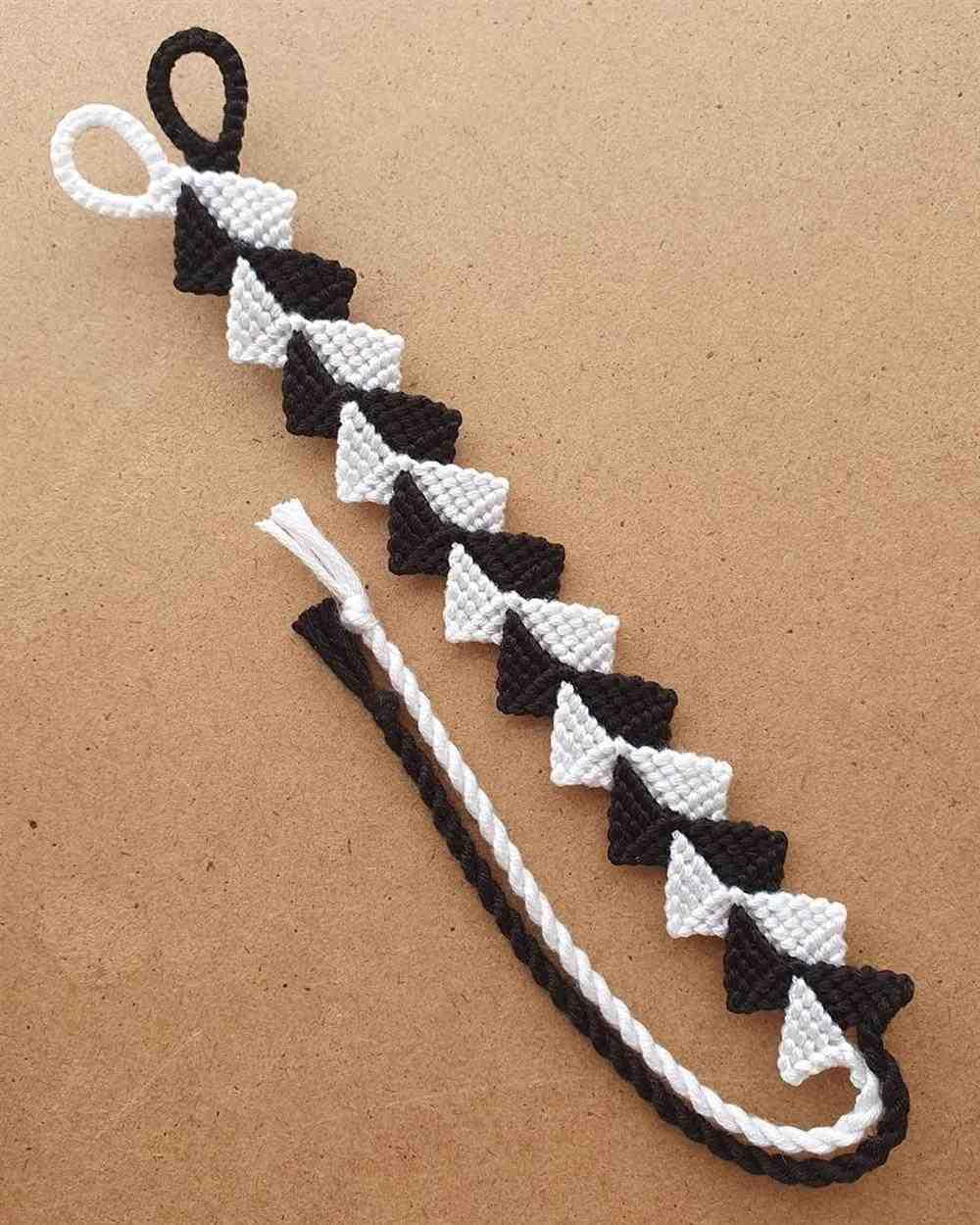 pulseira de macrame preto e branco