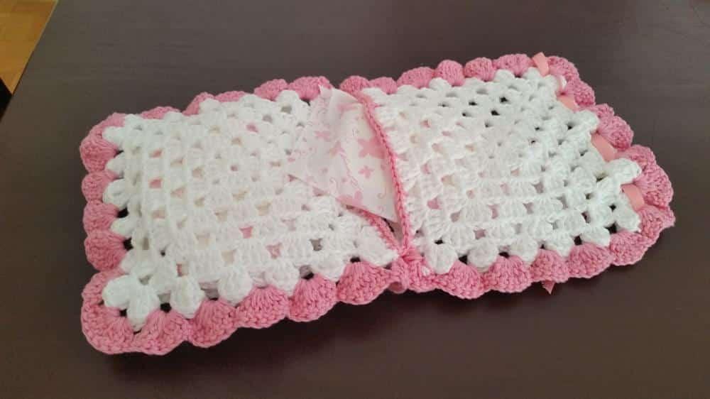 porta absorvente de croche rosa e branco