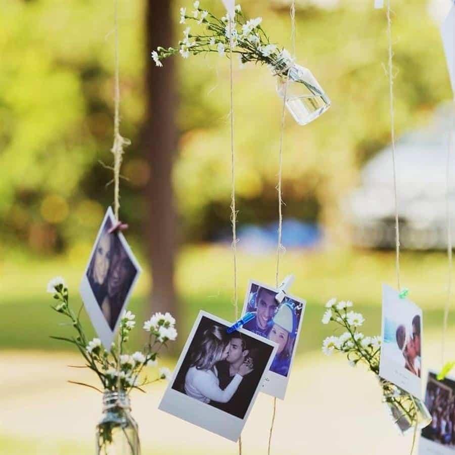varal com fotos e flores