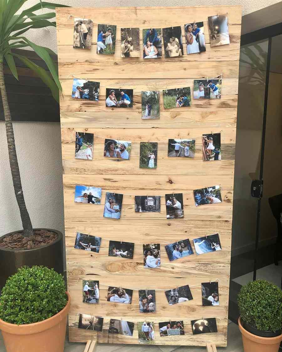 Painel de madeira com fotos