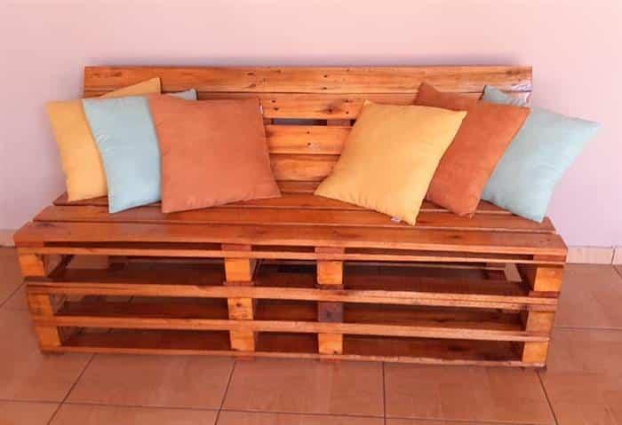 banco de varanda com almofadas