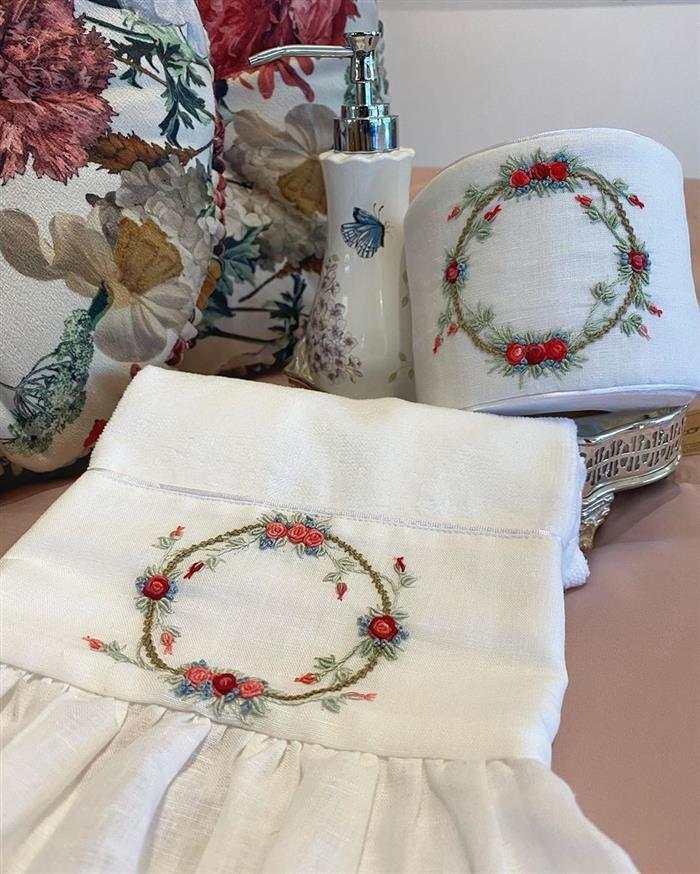 conjunto de toalhas bordadas