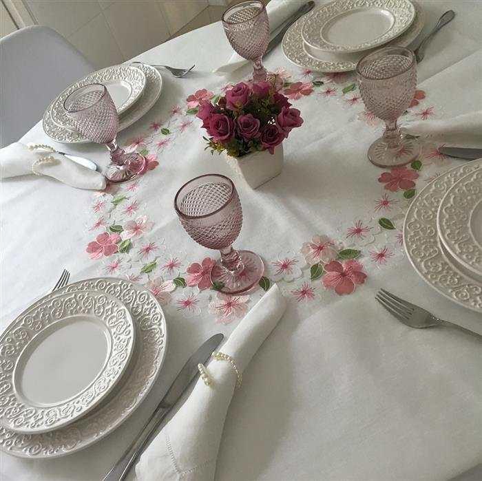 toalhas bordadas para mesa de jantar