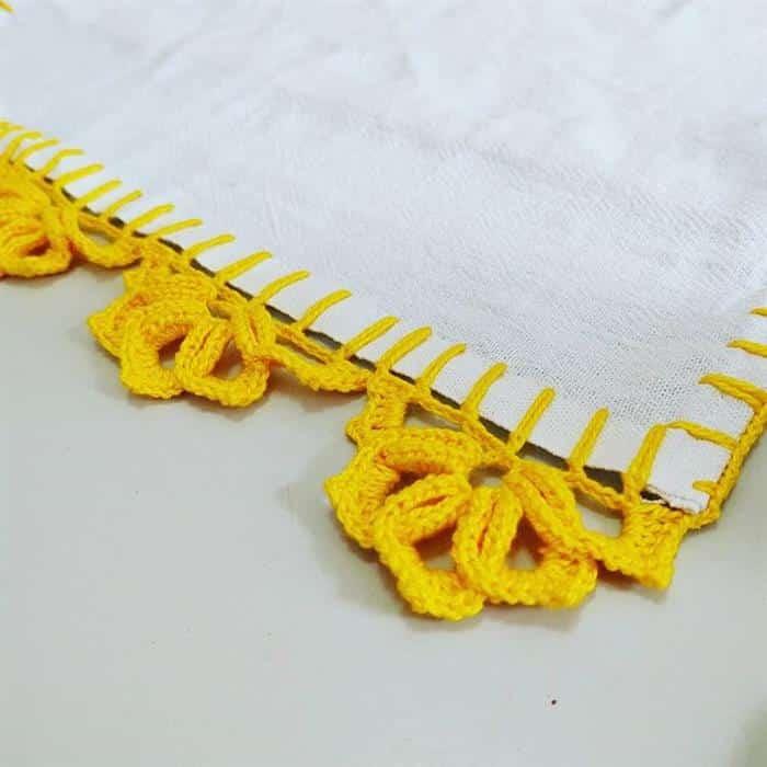 Bico de croche amarelo