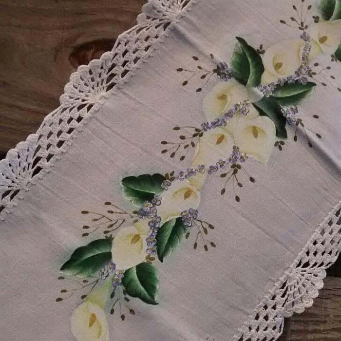 amostra de bico de crochê para caminho de mesa