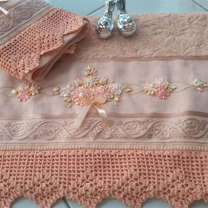 toalha decorada com croche