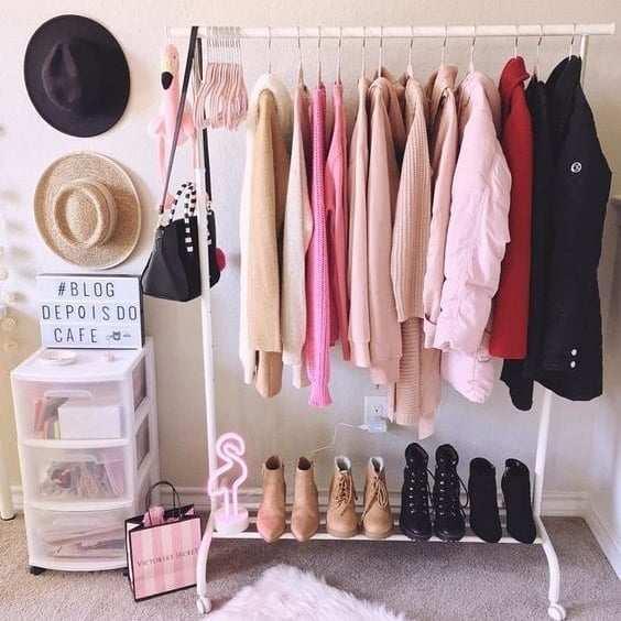 arara de roupas com sapateira