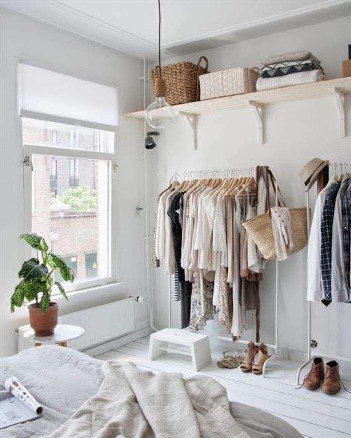 roupas fixa na parede