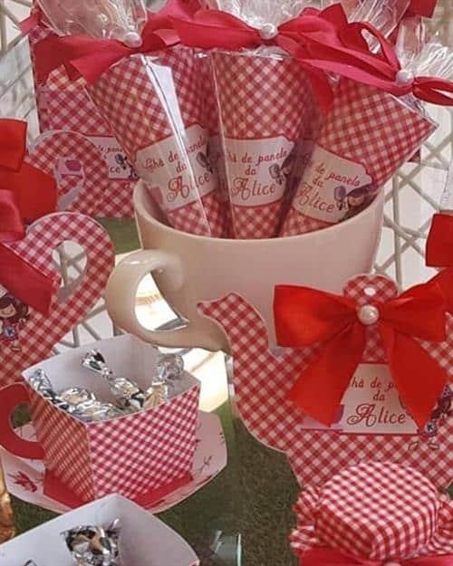 decoração de chá de panela vermelho