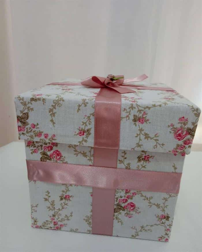caixa de presente forrada com tecido