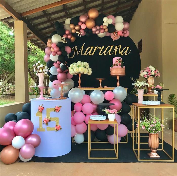 decoração festa com painel redondo