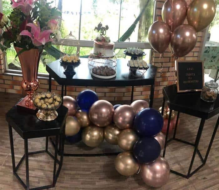 festa com balões metalizados