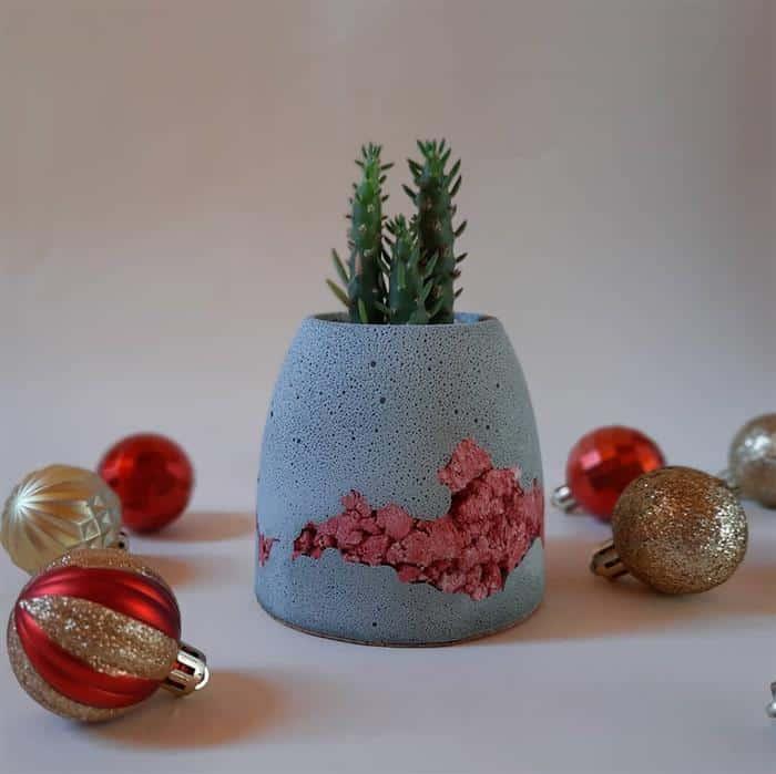 vaso com pedrinhas coloridas