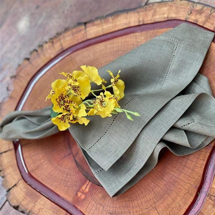 flores amarelas no guardanapo