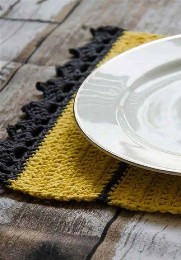 jogo-americano-em-croche-preto-e-amarelo