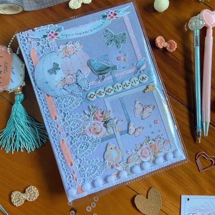 capa de caderno feito com recortes