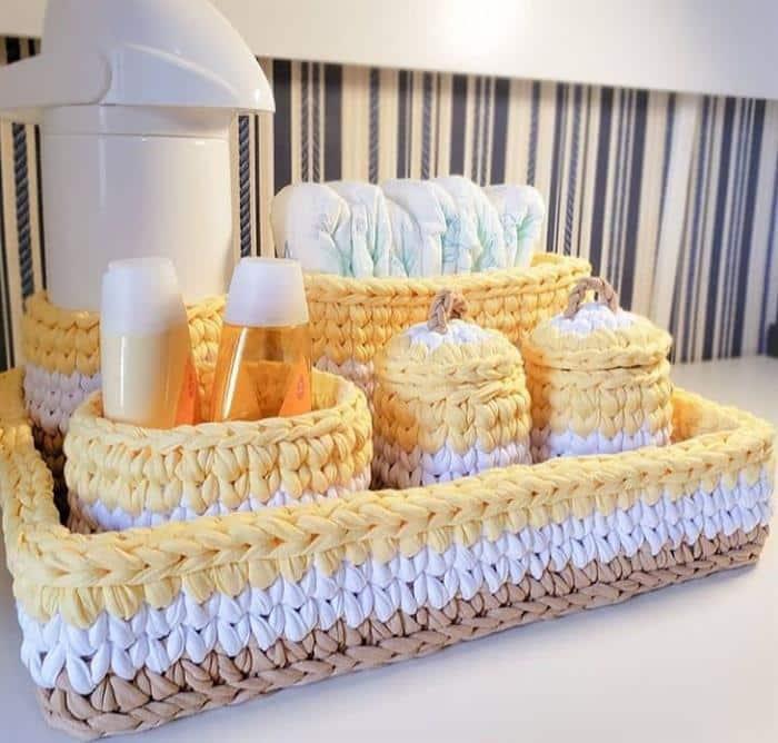 kit de bebe com chapeto de croche