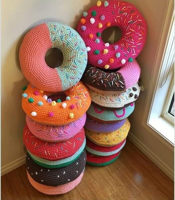 almofadas em formato de rosquinha